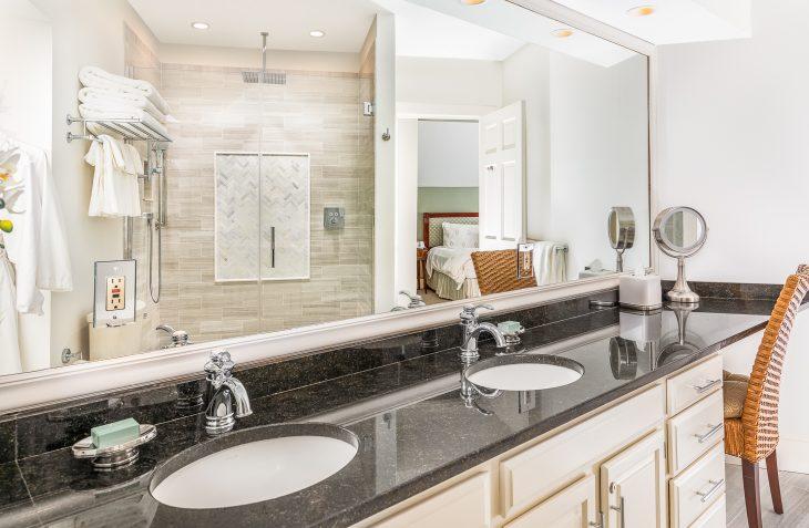 Marblehead Hotel - Room #25 bathroom