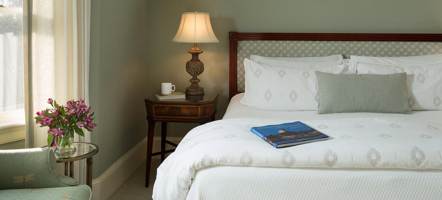 Marblehead, MA hotel - Room 25 bed
