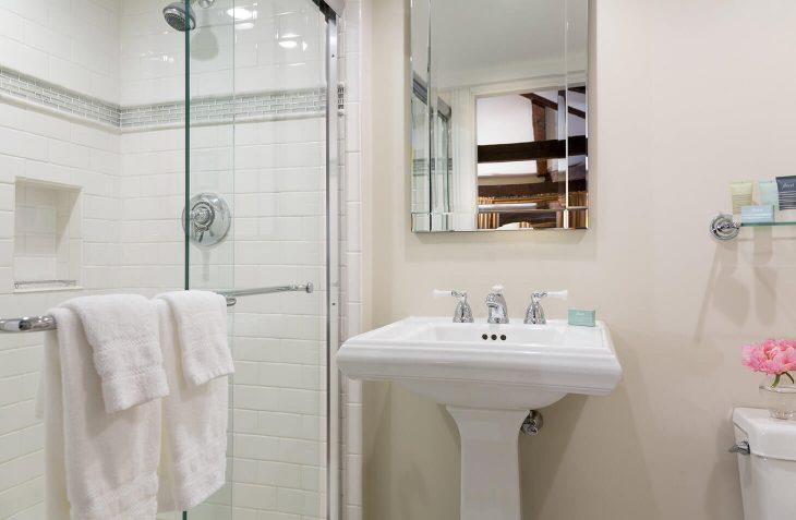 Marblehead, MA Accommodations - Room #33 bathroom